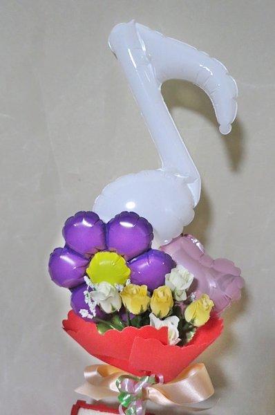 画像1: 白い音符でうれしい贈り物 【バルーンギフト】【入進学祝い】【卒業祝い】 (1)